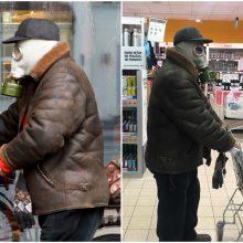 Apsauga nuo COVID-19: vyras į parduotuvę skuba su sovietinių laikų dujokauke ant galvos
