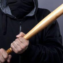 Medinėmis lazdomis sugėrovą mirtinai sumušę marijampoliečiai stos prieš teismą