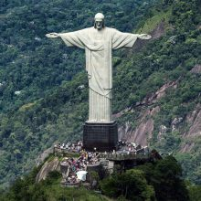 Brazilijoje sulaikyti du prancūzų keliautojai: užsiropštė ant garsiosios Kristaus statulos