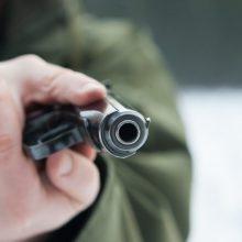 Sostinėje siautėjo girtas vyras: ginklu grasino aplinkiniams