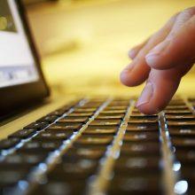 Klaipėdoje – įžūlus sukčiavimas: pirkėja apsimetusi mergina apgavo kompiuterį pardavinėjusį vyrą