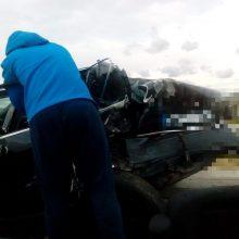 Prie Eišiškių keliskart vertėsi automobilis: sužalotą vairuotoją gelbėjo nelaimės liudininkas