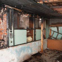 Panevėžyje, įtariama, padegtas daugiabučio namo sandėliukas
