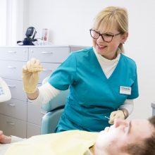 Dantų protezavimas: cirkonis ar metalas – ką pasirinkti?
