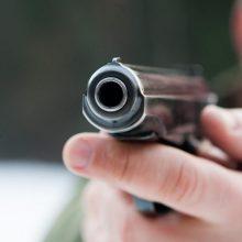 Vilniuje girtas vyras laiptinėje grasino pneumatiniu pistoletu: reikalavo grąžinti pinigus