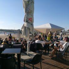 Po panaikinto draudimo poilsiautojai liko šokiruoti: pliaže šampanas – 100 eurų