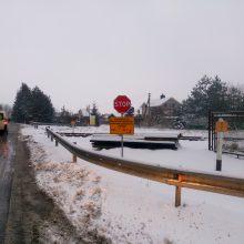 Prie geležinkelio Klaipėdos rajone – nelegali tvora: dėl prasto matomumo fiksuojamos nelaimės