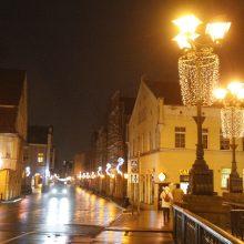 Pratęsė šventinę nuotaiką: uostamiesčio gatvėse dar džiugins kalėdinis apšvietimas