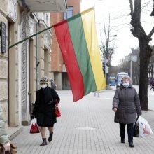 Klaipėdoje – nauja tradicija: jau kelias dienas prieš šventę mieste iškabinėjamos trispalvės