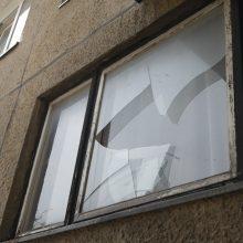 Klaipėdoje – nauja mada: kerštaujama mėtant akmenis į langus
