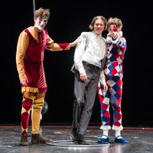 Teatras – melo tvirtovė ar tiesos užuovėja?