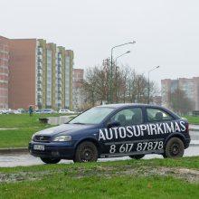 Reklaminiai automobiliai – miesto siaubas: gyventojai skundžiasi dėl trikdomo eismo