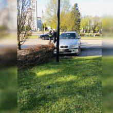 Rietave siautėjo du girti BMW vairuotojai: pasišalino iš eismo įvykio vietos