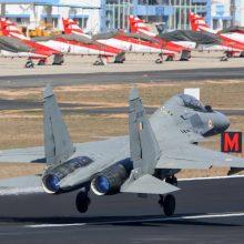 Pakistanas paskelbė numušęs du Indijos karo lėktuvus
