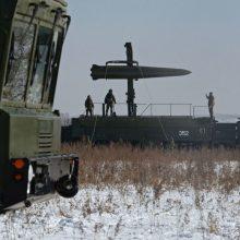 Rusija paskelbė apie ginklavimosi būtinybę: kurs naujų tipų raketas
