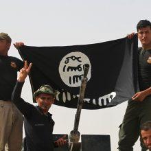 """IS kovotojai teigia """"išlaisvinę"""" Sirijos kurdų sulaikytų moterų"""