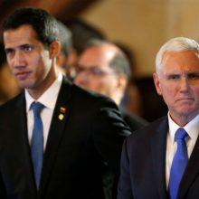 J. Guaido ir M. Pence'as susitarė didinti spaudimą Venesuelos prezidentui