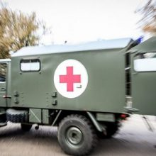 Į ligoninę iš pratybų poligono pristatytas kulkos skeveldros sužeistas karys