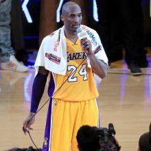 NBA legendos K. Bryanto rankšluostis parduotas aukcione už 33 tūkst. dolerių