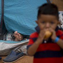 JAV migrantų sulaikymo centruose – pasibaisėtinos sąlygos ir agentų patyčios