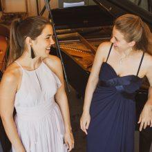 Keturių rankų kuriami muzikiniai stebuklai: Kaune koncertuos pianisčių duetas
