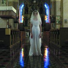 Purvina vestuvių suknelė ir Madona be kūdikėlio