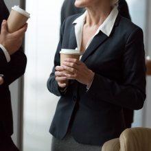 Verslas ieško būdų atsisakyti vienkartinių puodelių