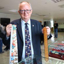 Seimo rūmuose – įspūdinga J. Šalkausko kaklaraiščių paroda