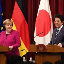 """A. Merkel: """"Brexito"""" derybose turime būti kūrybiški ir geranoriški"""
