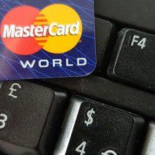 """""""MasterCard"""" skirta 570 mln. eurų bauda: kentėjo ir pirkėjai, ir pardavėjai"""