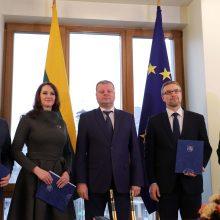 Pasirašytas susitarimas dėl pareiginės algos bazinio dydžio didinimo