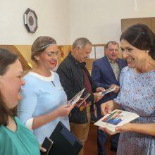 Pirmoji ponia D. Nausėdienė sveikino mokyklų bendruomenes Aukštaitijoje