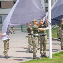 Sekmadienį vėliavas prie Prezidentūros kels šauktiniai
