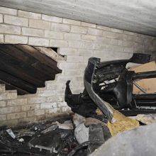 Klaipėdoje vagys išpjovė garažo vartuose skylę ir jį apvogė