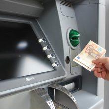 Prastos žinios grynųjų mėgėjams: kai kurie bankai metų pradžioje keis paslaugų įkainius