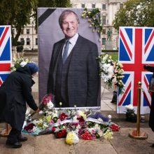 JK parlamentas tylos minute pagerbė nužudytą savo narį