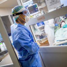 Ligoninėse gydoma per 1,4 tūkst. COVID-19 pacientų, 165 iš jų – reanimacijoje