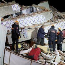 Turkijoje žemės drebėjimo aukų padaugėjo iki 22, tūkstantis sužeisti