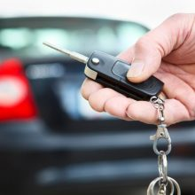 Kas nutinka, kai pabandote užvesti jau užvestą automobilio variklį?
