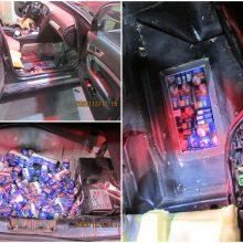 Muitininkų pastangos nenuėjo veltui: baltarusio automobilio dugne aptiktos slaptavietės su rūkalais