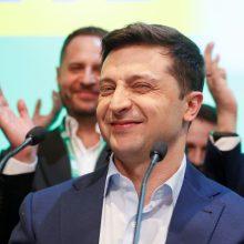 Apklausa: Ukrainos rinkimuose beveik pusę balsų surinktų V. Zelenskio partija