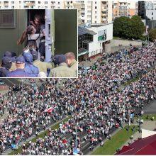 Minsko centre susirinko apie 150 tūkst. protestuotojų: jau sulaikyta apie 250 žmonių