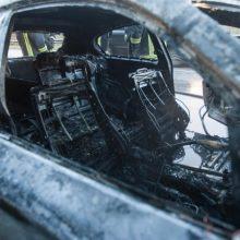 Siaučia padegėjai: Gargžduose liepsnojo automobilis