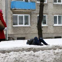 Klaipėdos gatvėse fiksuojami miegantys benamiai: jiems šaltis – nė motais?