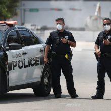 JAV dviem asmenims pareiškė kaltinimus dėl grasinimų platinti koronavirusą