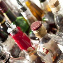 Siūloma liberalizuoti alkoholio prekybos draudimus