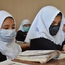 Afganistane mergaitėms ir mokytojoms neleista grįžti į mokyklas