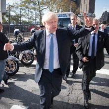 Britų premjeras vėl ragina šaukti pirmalaikius rinkimus