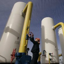 EK: dėl rusiškų dujų tranzito per Ukrainą pratęsimo turi kalbėtis prezidentai