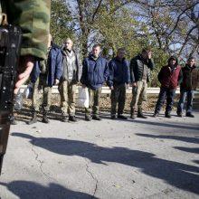 Luhansko separatistai perdavė Kijevui kalinius, norėjusius atlikti bausmę Ukrainoje